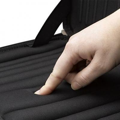 Чехол для ноутбука Case Logic QNS-116K - противоударное покрытие