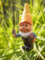 Садовая фигура-светильник Чудесный Сад 681-Y Гном в желтом колпаке -