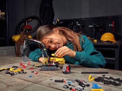 Конструктор Lego Technic Тяжелый экскаватор / 42121